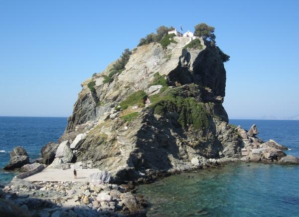 Mamma Mia! -elokuvan kirkko eli Agios Ioannis.